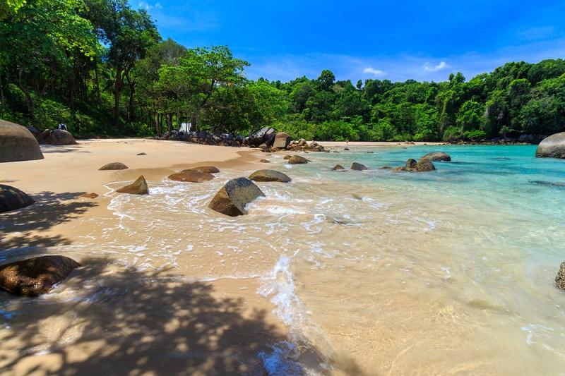 Romantische Strandspaziergänge und Urwald Exkursionen gehören zu den Dingen, die man sich hier auf keinen Fall entgehen lassen sollte. (#03)