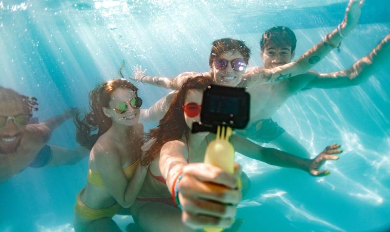 Eine wasserfeste Kamera in den Koffer packen. Eine Unterwasserkamera kann besonders bei Mittelmeer und Karibik Kreuzfahrten von Vorteil sein.